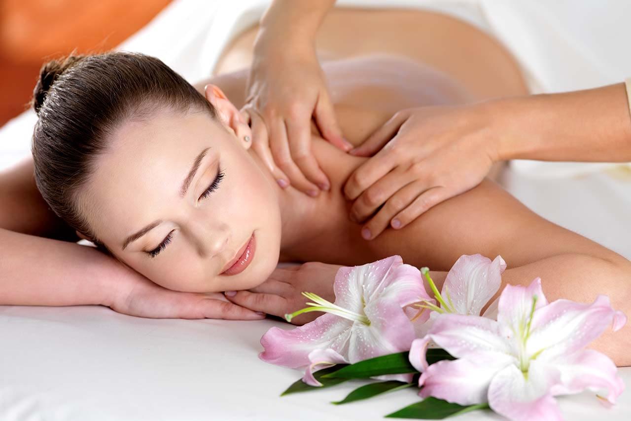 The patient gets a Swedish massage.